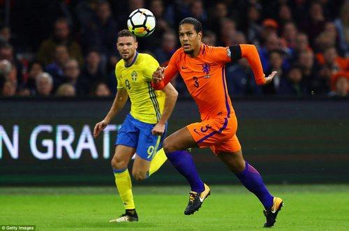 Southampton defender Virgil van Dijk shepherds the ball back to the goalkeeper as Berg bears down on the Dutchman