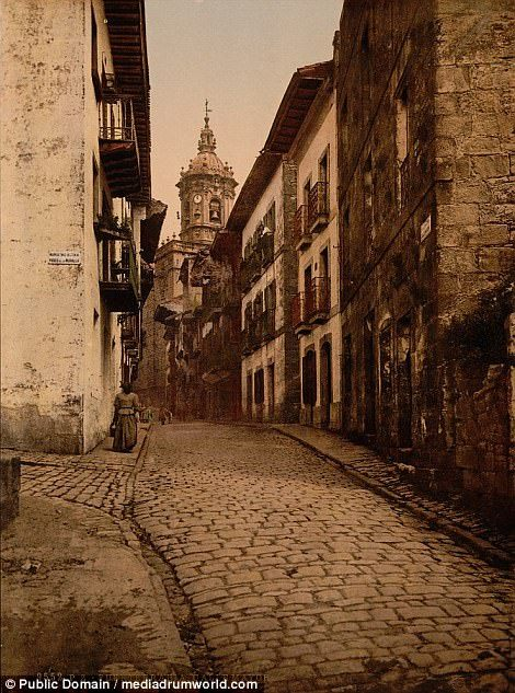 Historic:Fachada de la Catedral (left) and Calle Mayor, Fuenterrabia, as they were back in the day