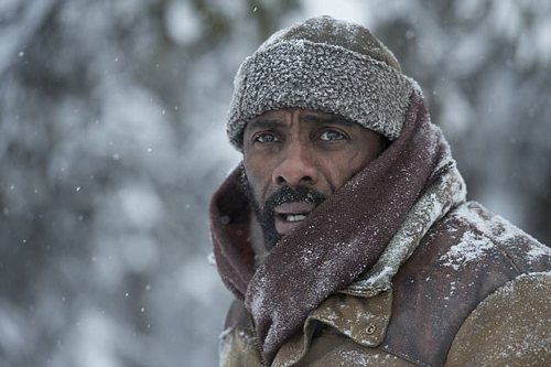 Idris Elba stars in The Mountain Between Us asa gorgeous British neurosurgeon called Ben(with a tragic personal life) who also needs to get back to the East Coast