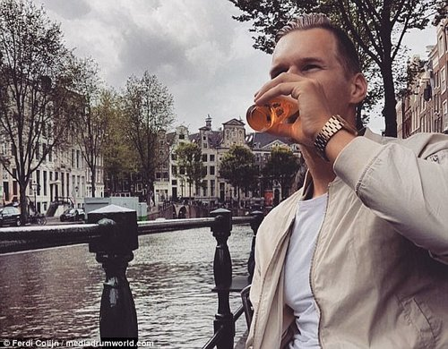 Cheers to that! The hunk sinks a beer while enjoying a day off in his native Amsterdam
