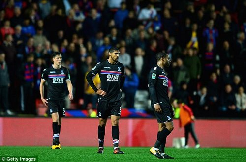 Players of Crystal Palace looks dejected as the Carabao Cup disaster unfolds in front of them