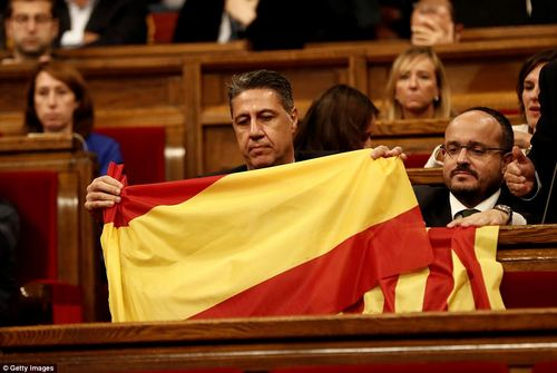 This opponent of independence held a Spanish flag during the heated session in the Catalan parliament yesterday