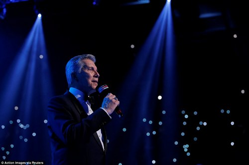 The legendary Michael Buffer took centre stage in Cardiff to announce both boxers with his iconic, booming voice