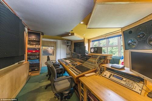 That'll raise eyebrows! Slide away for a break in the Cornish countryside atSawmills Studios, where Oasis made pop history