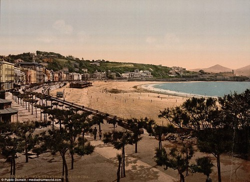 A bygone era: The sparsely-populated beach in San Sebastion