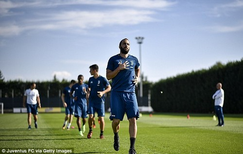 Juventus strikerGonzalo Higuain takes part in a training session at the club's base in Italy