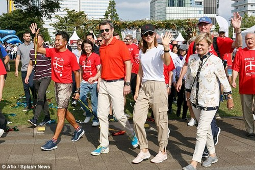 For the occasion, both sported daggy getups - with Princess Mary opting for Polo Ralph Lauren cargo pants and a white T-shirt, and Prince Frederik opting for chinos and trainers