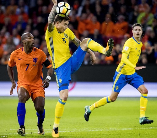 Manchester United defender Victor Lindelof was adjudged to have handled the ball in the box with quarter of an hour gone