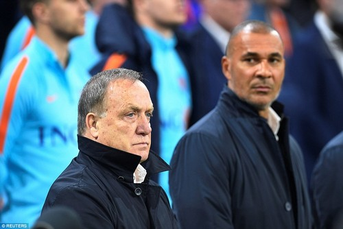 Holland boss Dick Advocaat and assistant Ruud Gullit take their place on the sidelines ahead of their final World Cup qualifier