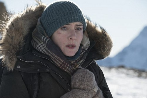 Kate Winslet plays a fearless American photo-journalist called Alex who at the start of the film is in Salt Lake City trying to get back to New York where she is due to get married the following day