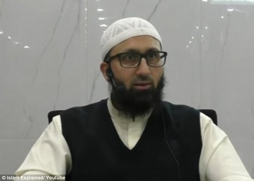 Holland Park Mosque's lead imam Uzair Akbar says there is 'genuine fear' about Islam