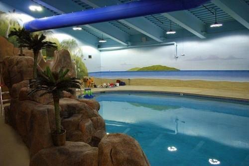В подземном отеле есть даже бассейн.   Фото: odditycentral.com.