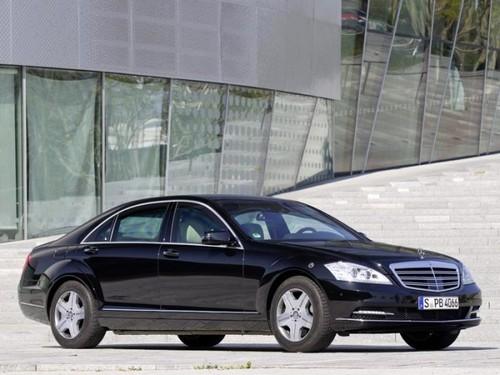 Cadillac Escalade ESV - роскошней не придумаешь.