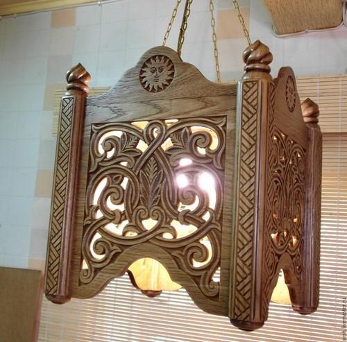 Этот светильник ручной работы способен создать тёплую атмосферу в доме.