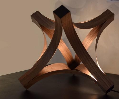 Деревянный светильник, который станет украшением любого интерьера.