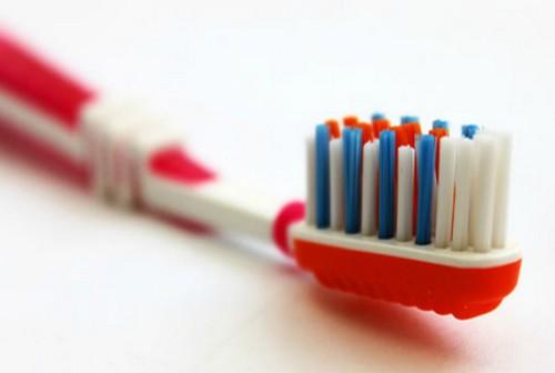 Цветная щетина на зубных щетках.