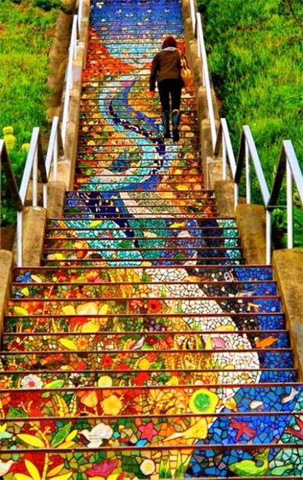 «Мозаичная лестница от Colette Crutcher и Aileen Barr».