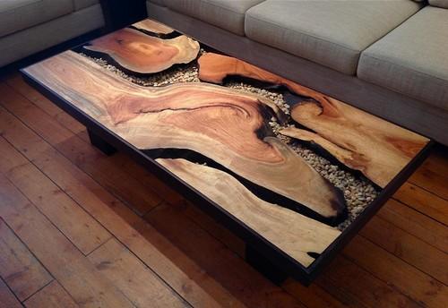 Стол из цельного спила дуба, который обработан натуральными экологически чистыми материалами.