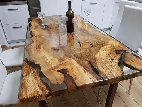 Оригинальный стол из массива дуба.