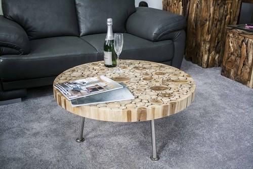 Столешница для журнального столика из торцевых спилов древесины, покрытая слоем эпоксидной смолы.