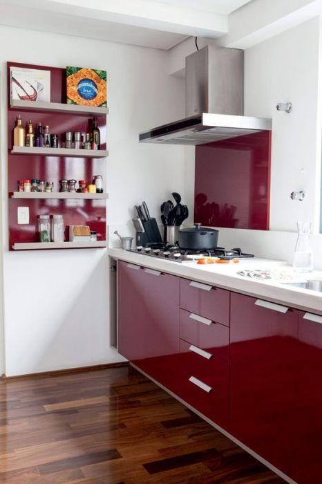 Красный хорош и на кухне.