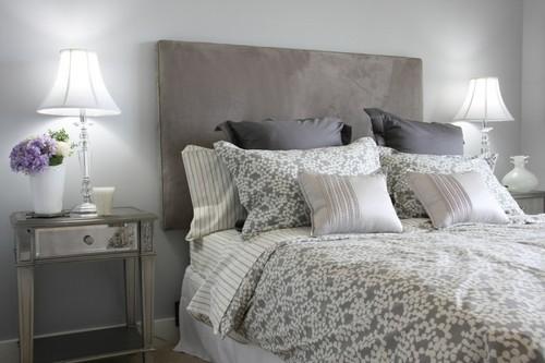 Декоративные подушки в интерьере спальни.