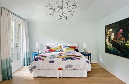 Даже если ваша комната не может похвастать большим количеством квадратных метров, в ваших силах создать иллюзию простора, свободы, лёгкости.