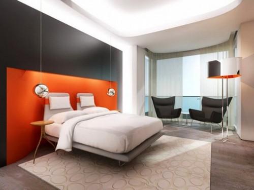 Тандем белого, серого и оранжевого в спальне в стиле модерн.