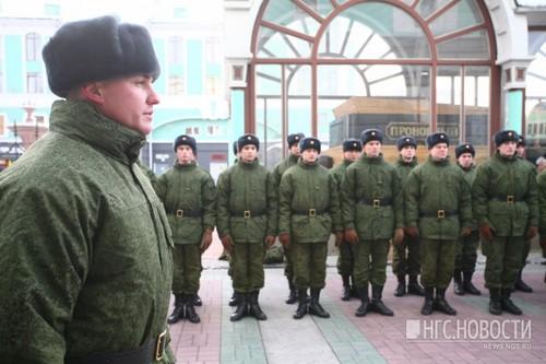 Почти 200 новосибирцев решили служить по контракту в День Победы