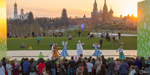 A concert with the Kremlin as the set decorations.