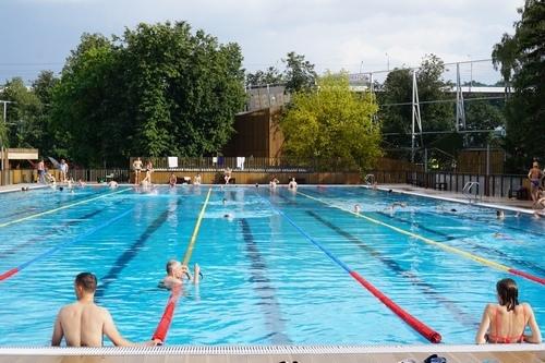 More serious swimmers and athletes do laps at Luzhniki.