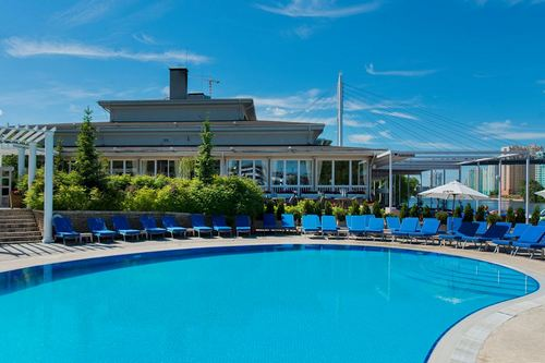 Country-club style luxury pool and cafe.