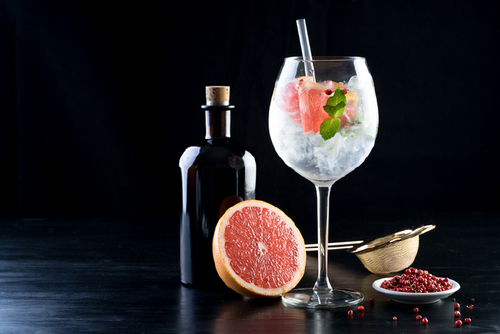 5 Expert Tips for Shooting Mouthwatering Cocktail Photos - Use Background Props