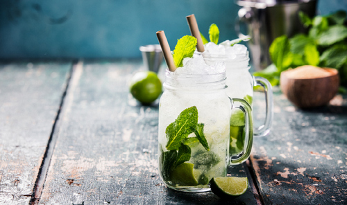 5 Expert Tips for Shooting Mouthwatering Cocktail Photos - Use Waterproof Backgrounds with Natural Ice