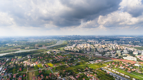 5 Photographers Share Quick Tips for Amazing Aerial City Photos - Enlist a Helper