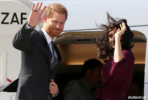 Prince Harry and Meghan Markle: The Year in Review - Waving in Sydney