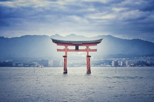 Your Holiday Gift Guide: 15 Must-Have Books for Photographers - 日本の絶景
