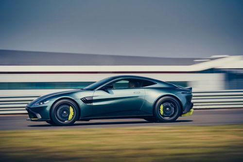 Aston Martin Vantage AMR Brings Back 7-Speed Manual Transmission