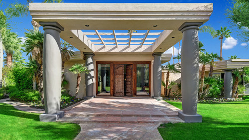 FRONT-ENTRY-STRAIGHT-ON-MLS