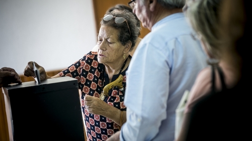 Portuguese voting at parliamentary elections