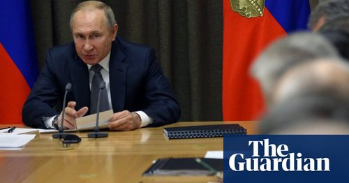 Putin approves law targeting journalists as 'foreign agents'