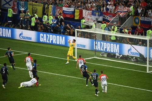 Давайте ещё! Манджукич забил курьёзный гол в ворота сборной Франции