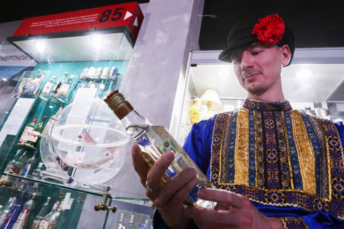 Alcohol Deaths Plummet as 'Warmest Winter' Hits Russia