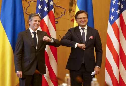 Blinken Presses Russia to Pull Troops on Solidarity Trip to Ukraine